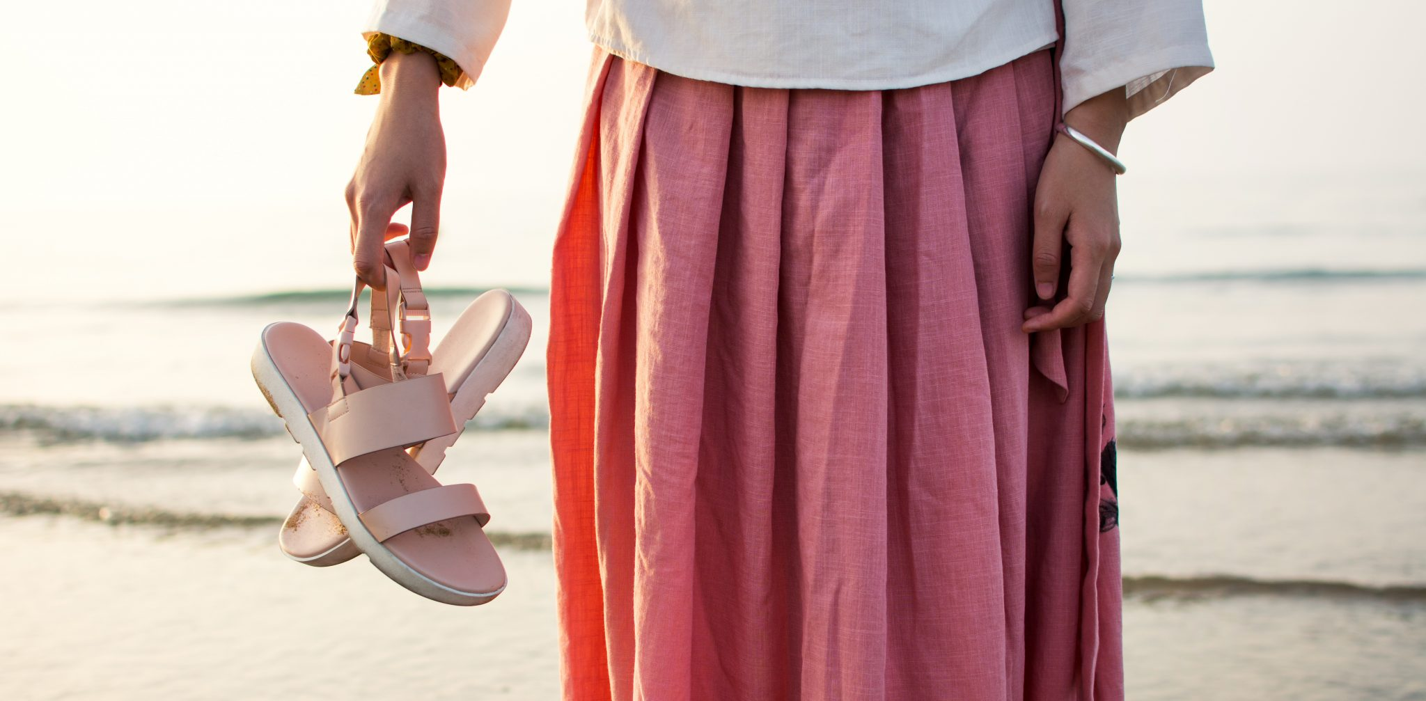 5 Favorite Summer Beach Shoes For Moms